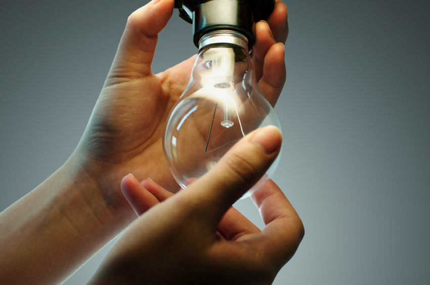 Couple charged 22 to change light bulbs - Cambiar una casa por otra ...